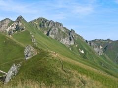 Randonneurs dans l'ascension du Puy de Sancy